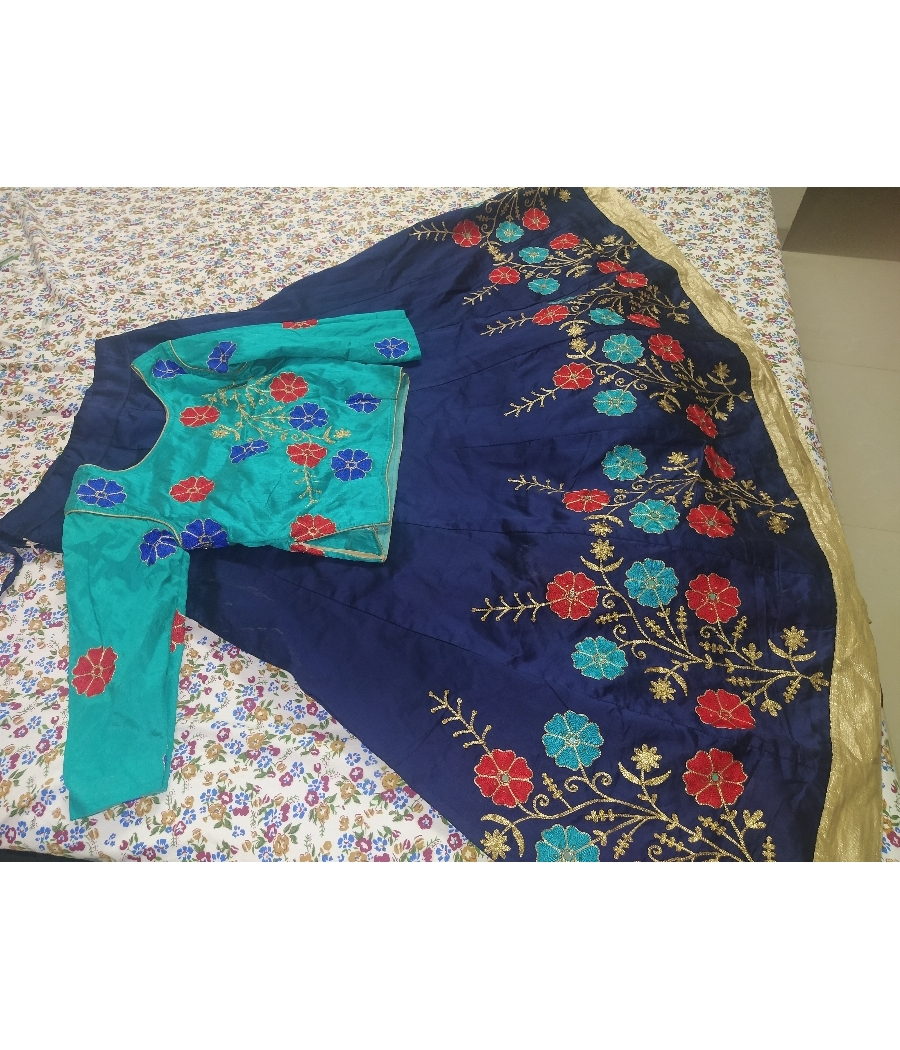 Indian skirt and top excellent quality I'm contrast blue