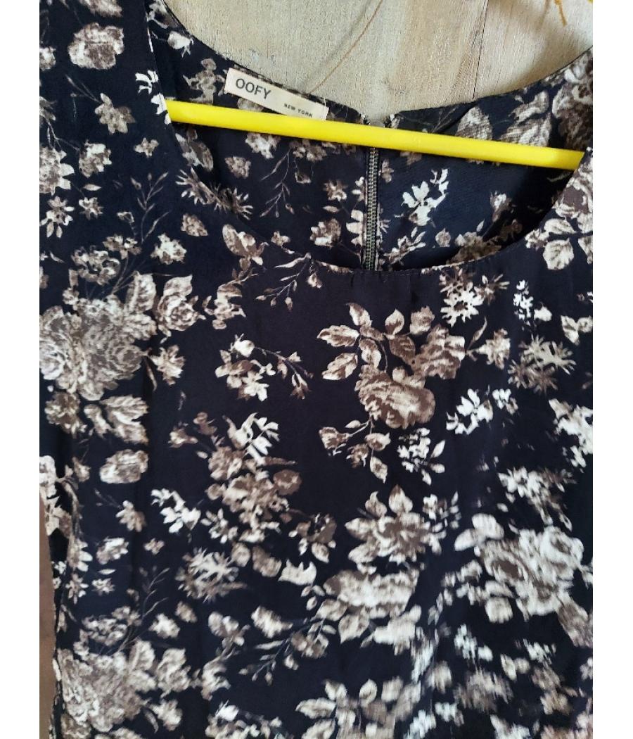 Floral print sleevless shirt