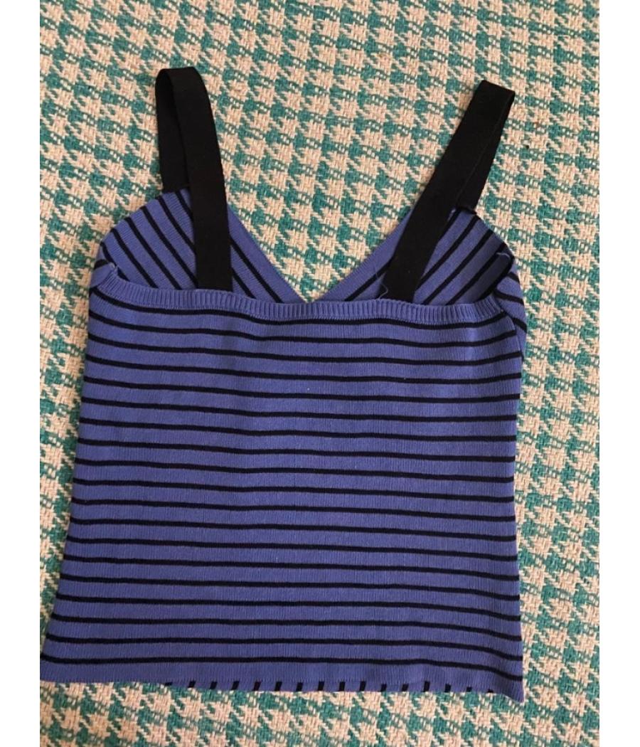 Navy blue crop top with a cute neckline!