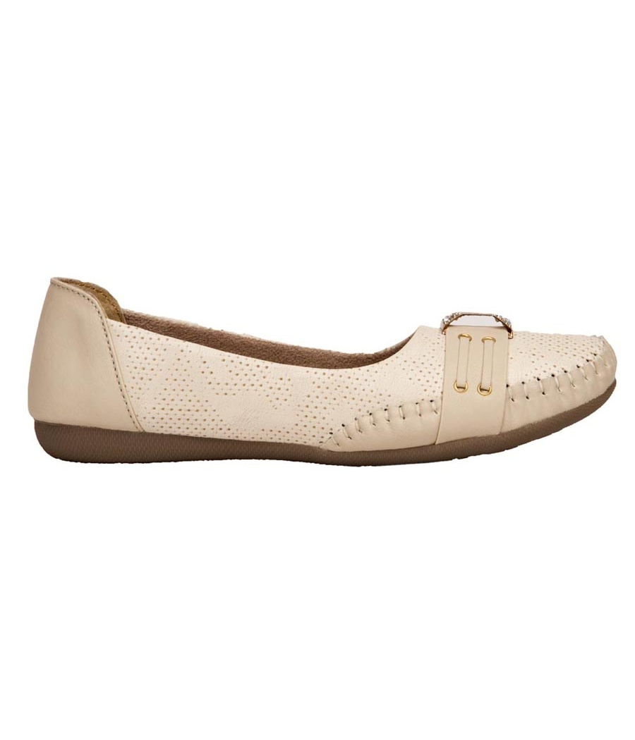 GMF Synthetic Leather Cream Coloured Broad Toe Flat Bellies