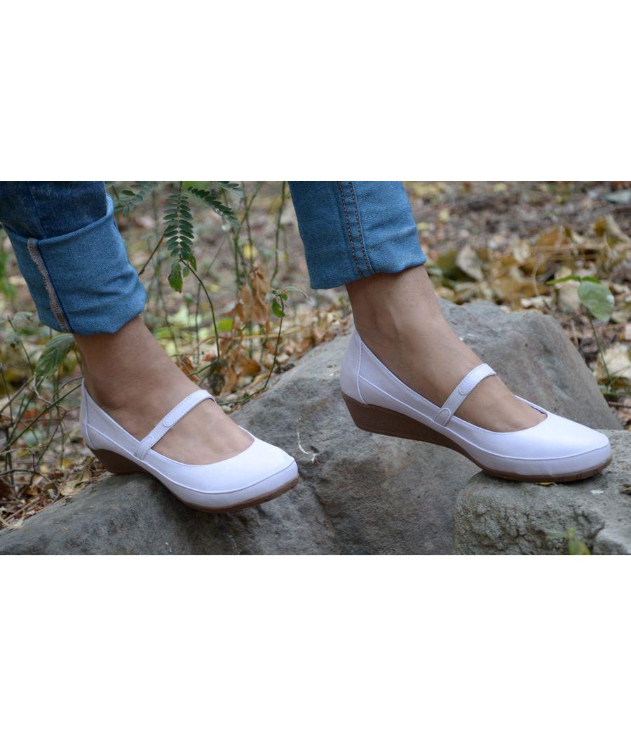 Estatos Synthetic Leather Front strap platform heeled White bellerina/shoes