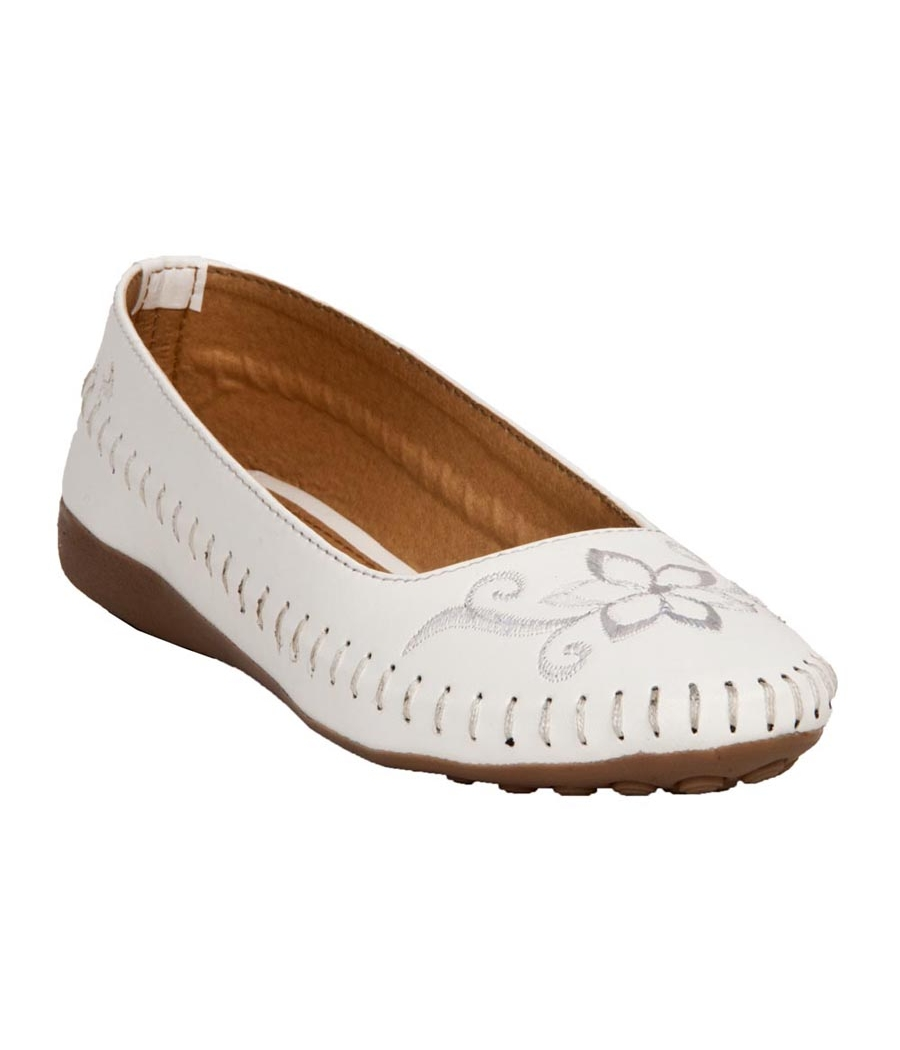 Kyraa Collection Synthetic Leather White Broad Toe Flat Bellies