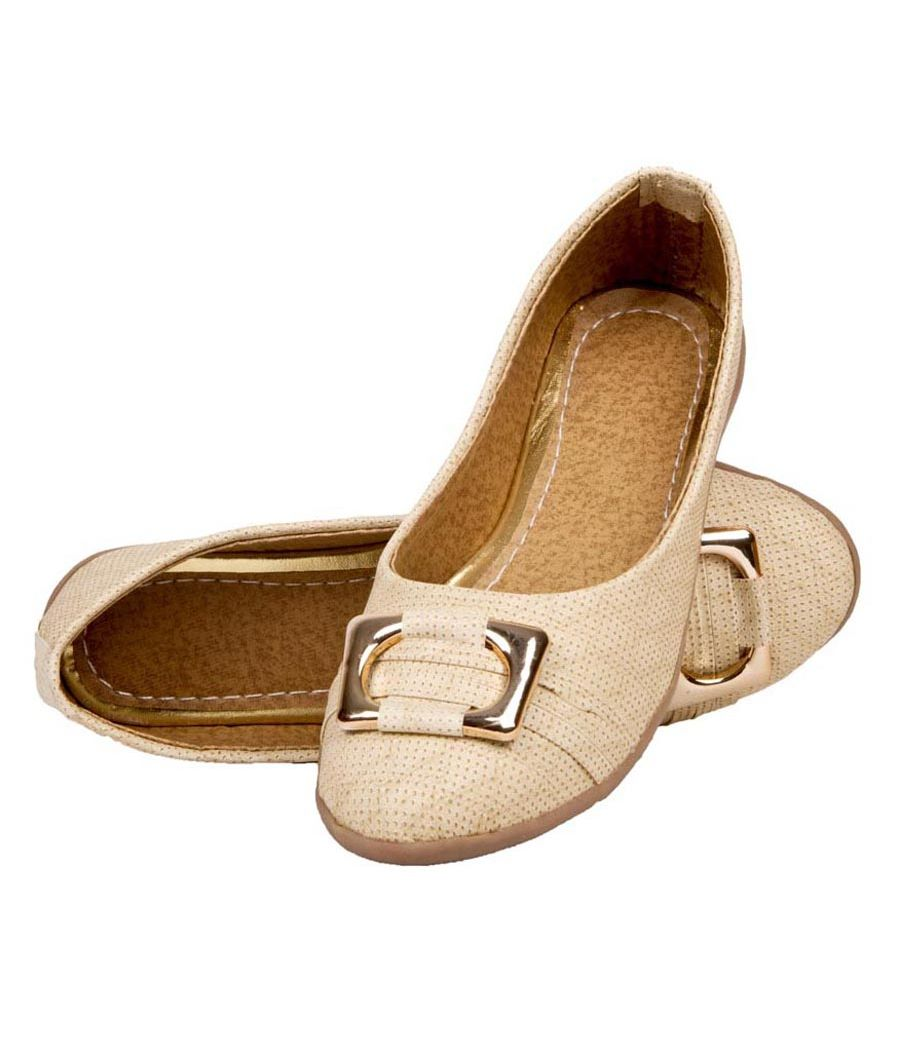 SLN Synthetic Leather Cream Coloured Broad Toe Flat Casual Bellies